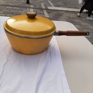 Vintage yellow westbend cooking pot
